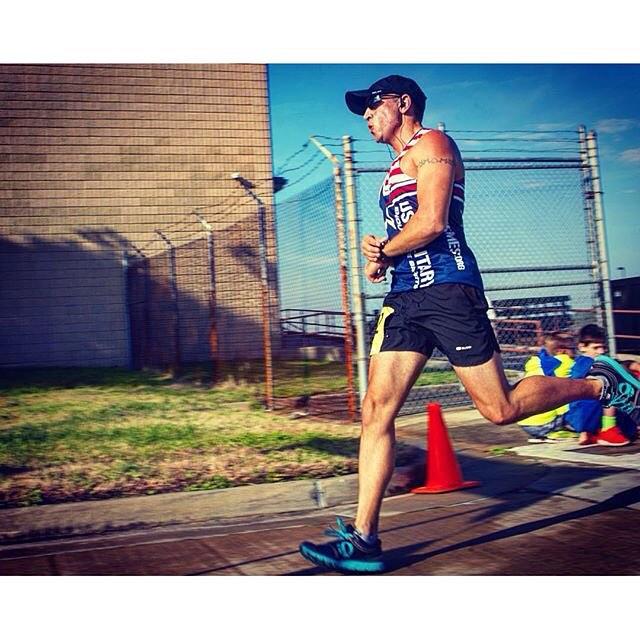 Looking good in the PearlIzumi pearlizumirun singlet Eric! running runnerhellip